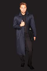 attraktiver Mann im Trenchcoat
