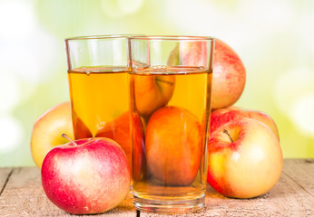 Wall Mural - apple juice on a wooden surface