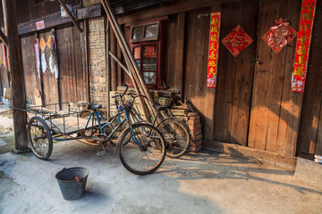 Foto auf Acrylglas China Traditional chinese street view with bikes