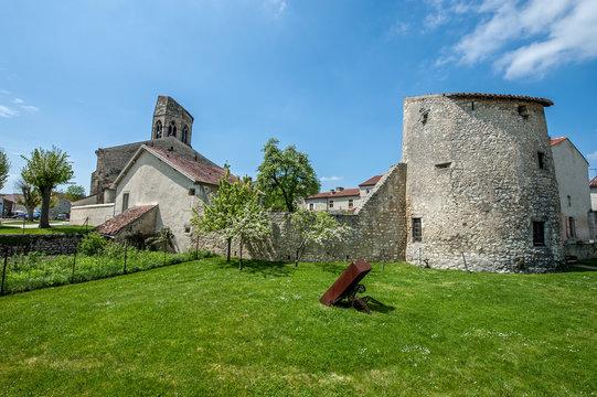 Tour de guet et clocher de Charroux (03)