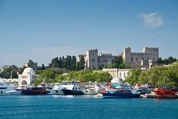 Le château des chevaliers vu du port, Rhodes, Grèce