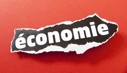 mot économie sur fond rouge