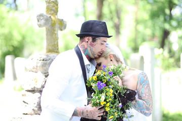 ausgefallene Hochzeit auf dem Friedhof