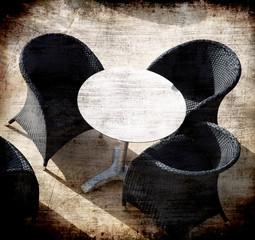 sedie nere al sole
