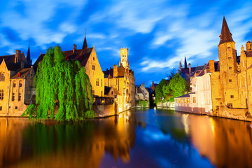Poster de jardin Bruges Famous view of Bruges at night