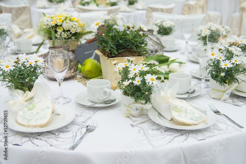 wedding table tafel hochzeit fest gedeckter tisch stockfotos und lizenzfreie bilder auf. Black Bedroom Furniture Sets. Home Design Ideas