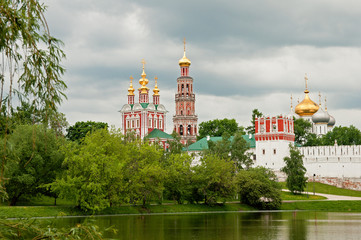 Fototapete - view on the Novodevichy Convent from the pond