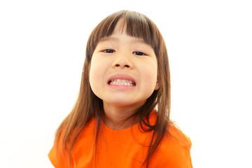 歯が気になる女の子