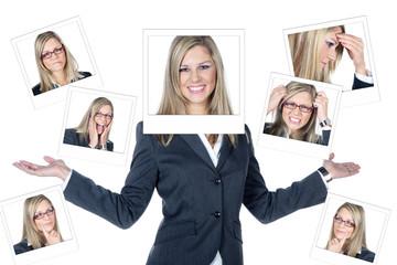 Junge Geschäftsfrau mit Emotionen im Rahmen