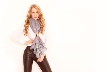 Model trägt Schal