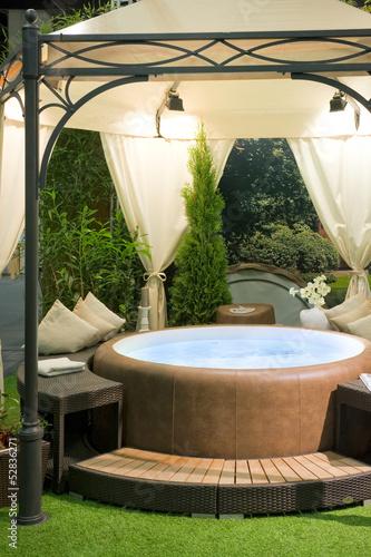 Uberdachter Whirlpool In Einem Garten Stock Photo And Royalty Free
