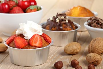 dessert muffin con cioccolato frutta e nocciole