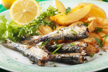 Grilled sardine fish with potato wedges