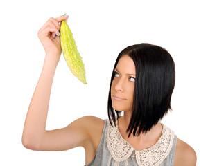 девушка позирует с огурцом фото