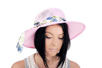 девушка в летней розовой шляпке с лентой
