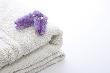 toalla y lavanda aislados