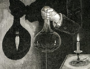 Carafe, used as bivonvex lens