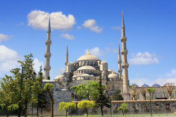 Blue Mosque built to rival Hagia Sophia Basilica