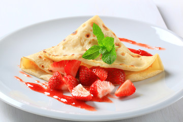 Crepe with fresh strawberries