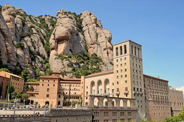 Vista general del Monasterio y las montañas de Montserrat