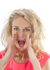 junge Frau schreit