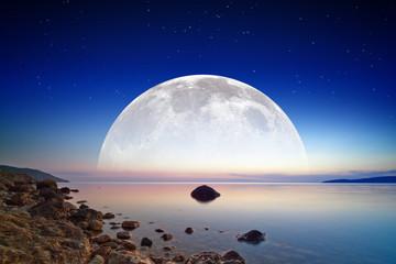 Foto op Aluminium Volle maan Full moon rise