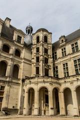 Cour et escalier du Château de Chambord