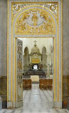 Blick in die Apsis der Klosterkirche Pontigny, Burgund