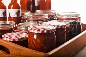eingekochte Tomatenketchup und Chutney