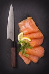 Lachs mit Messer