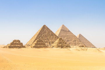 Photo sur Plexiglas Egypte Great pyramids in Giza valley, Cairo, Egypt