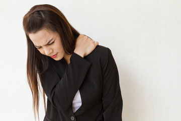 woman heavy shoulder pain office syndrome