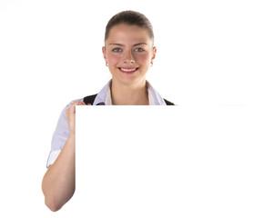 Junge freundliche Frau mit Tafel Schild weiss