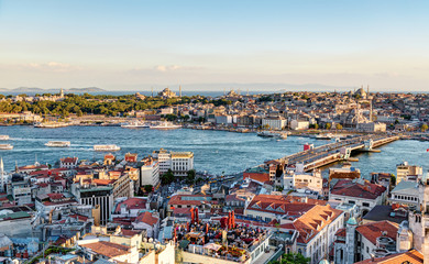 Fototapete - View of the Golden Horn and old areas of Istanbul at sunset