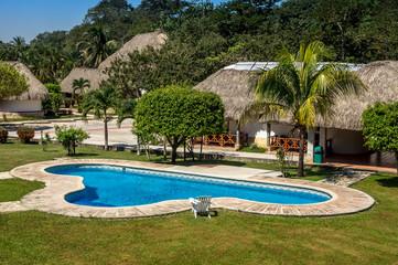 piscine et bungalows 1
