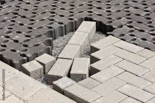 sickerpflaster und herk mmliche pflastersteine aus beton. Black Bedroom Furniture Sets. Home Design Ideas