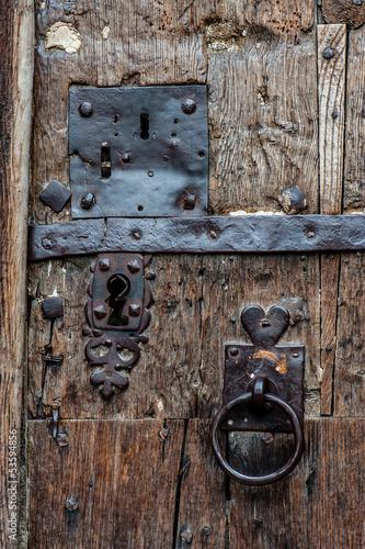 Vieilles serrures sur une porte en bois photo libre de - Vieille porte en bois ...