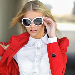 Closeup of a beautiful girl wearing sunglasses outdoors