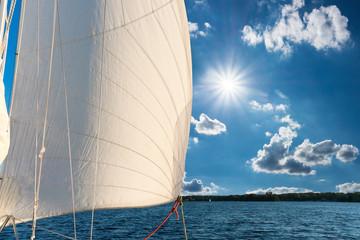 Himmel, Wasser, Segelboot
