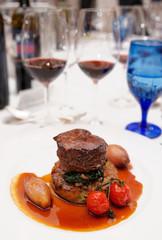 Red wines and tenderloin steak