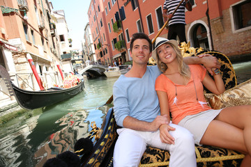 Poster Venetie Couple in Venice having a Gondola ride on the canal