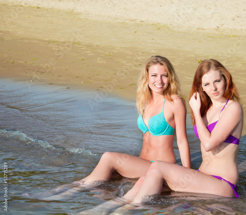 photo of girls sitting in water at beach № 16883