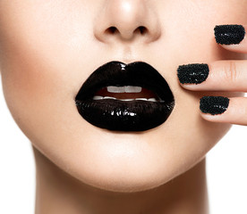 Zelfklevend Fotobehang Fashion Lips Trendy Black Caviar Manicure and Black Lips. Fashion Makeup