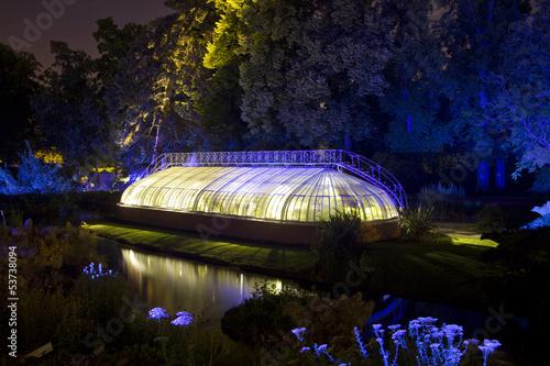 Serre du jardin des plantes de nuit nantes photo libre de droits sur la banque d 39 images for Jardin des plantes nantes de nuit