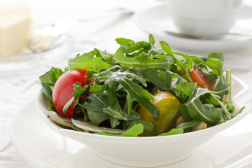 Salad with ruccola and tomatoes.