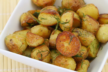 Roasted new potatoes with fresh dill