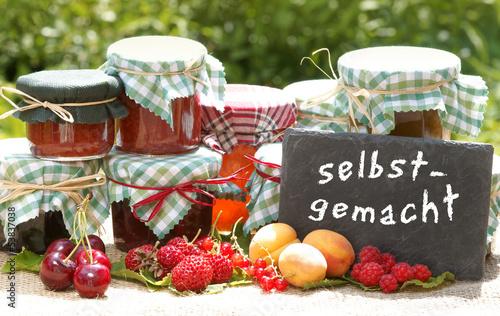 Verschiedene Selbstgemachte Marmelade Mit Früchten Stockfotos Und
