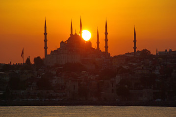 Sunset Sultan Ahmed Mosque or Blue Mosque beside the Bosphorus