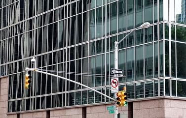 Feu de signalisation jaune. NYC