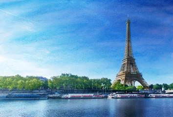 grunge image of  Eiffel tower in Paris